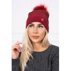 Červena čiapka s brmbolcom