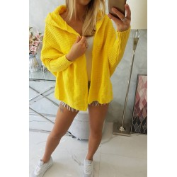 Žltý sveter s kapucňou